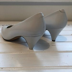 Pappagallo Shoes - Pappagallo White Vintage Heels